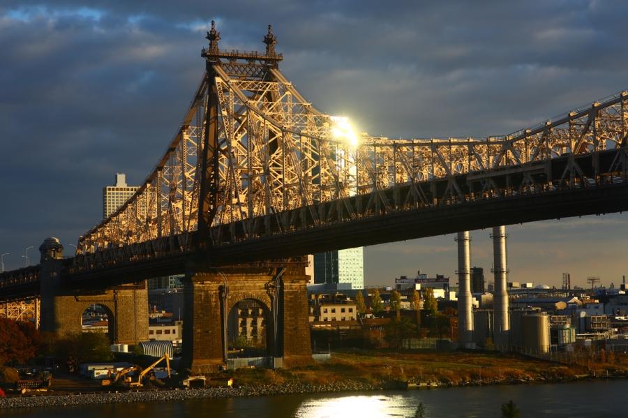 evening light on the queensborough bridge photo, carl zeiss 85mm f1.4 lens