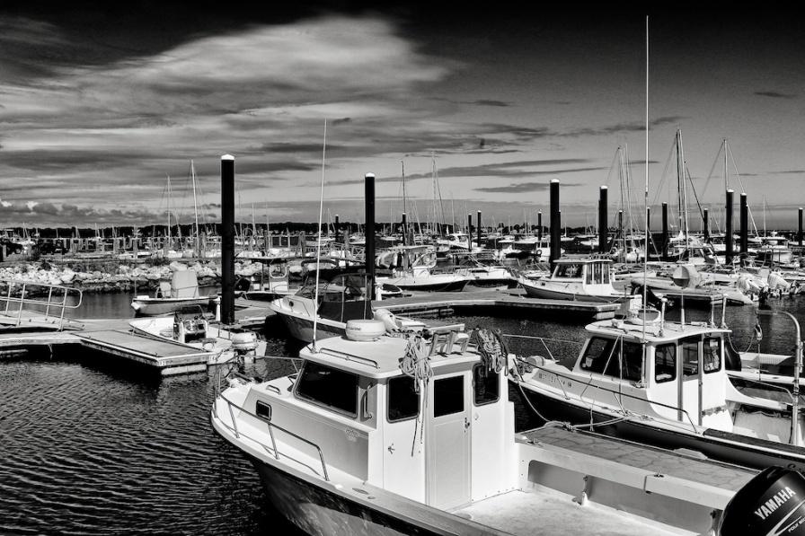 marina. Zeiss 35mm f1.4. Canon 5DIII. f/11, 1/640, -0.67EV. handheld. Silver Efex. © Nicholas Vendemia | Vaperture